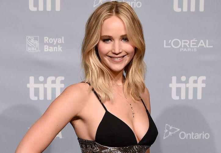 Jennifer Lawrence confesó en entrevista que no tenía muchas ganas de desmentir el supuesto romance con Brad Pitt. (Foto: América TV)