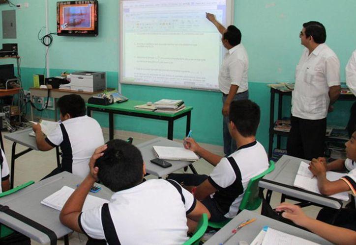 Dicen que trabajan de más los maestros en el último trimestre. (SIPSE)
