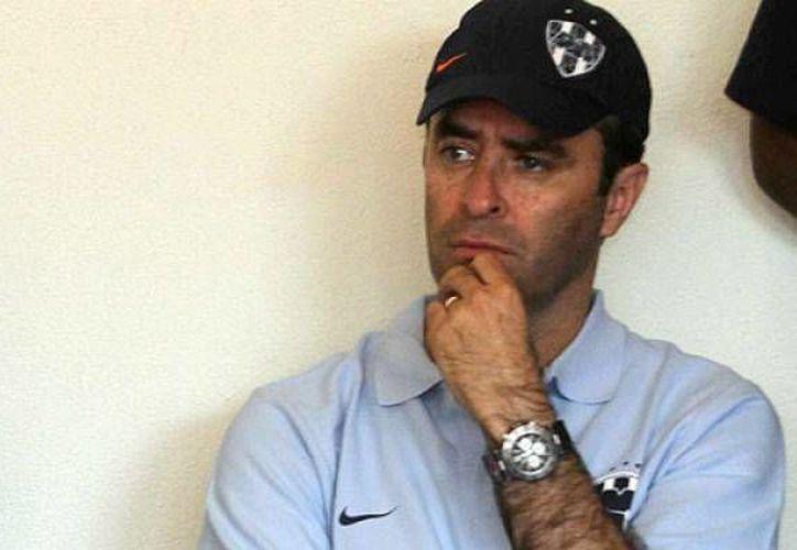 El presidente deportivo de Rayados, Luis Miguel Salvador, dijo que lo sucedido también le motiva para levantarse. (cracks.mx)