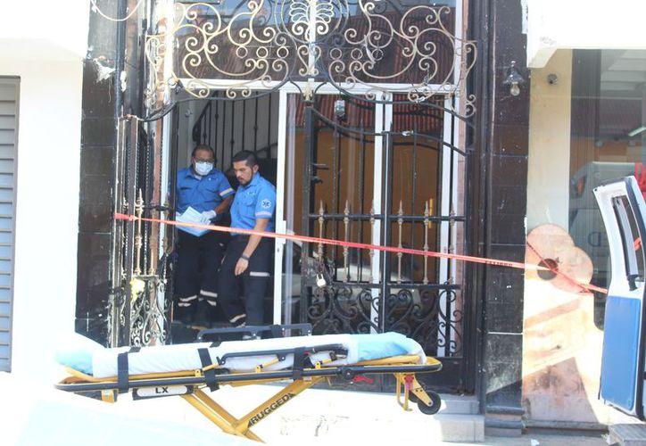 Presuntamente el sujeto falleció por un paro cardiorrespiratorio al tener la presión de la ventana. (Foto: Redacción)