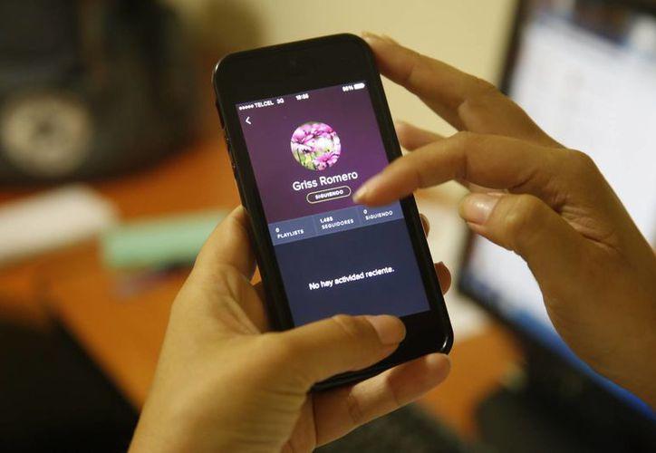 Los teléfonos celulares inteligentes encabezan el ranking, el iPod y los reproductores MP3 ocupan la segunda posición. (Israel Leal/SIPSE)