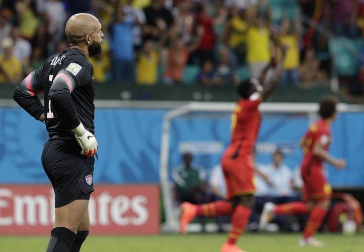 El arquero estadounidense se convirtió en el guardameta con más atajadas en un partido del mundial. (Foto: AP)