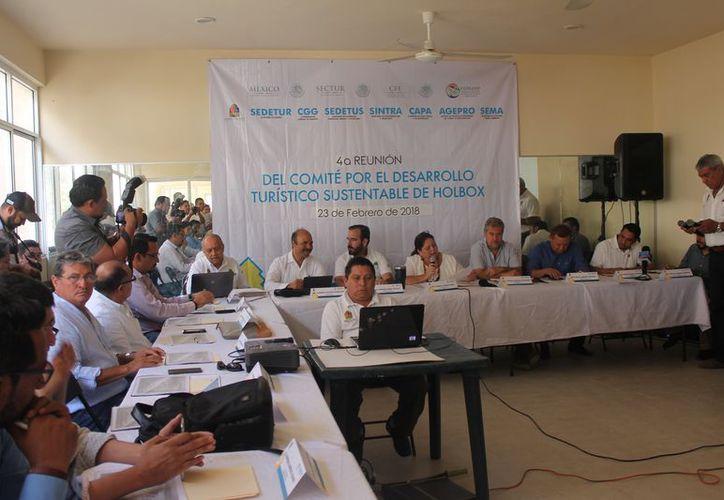 Se reunieron los integrantes del Comité para el Desarrollo Turístico Sustentable de la isla Holbox. (Raúl Balam/SIPSE)