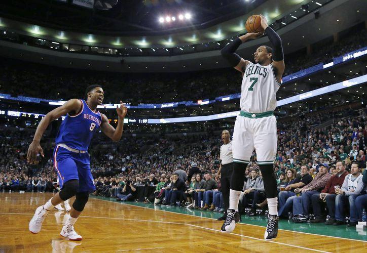 Celtics cortó una racha de cuatro derrotas en su último partido del año ante Sacramento. (Foto: AP)