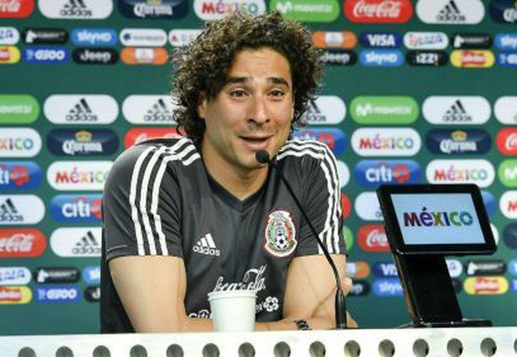 Los comentarios que tuvo la publicación del equipo de Bélgica fueron favorables para el nuevo corte de Guillermo Ochoa. (Récord)