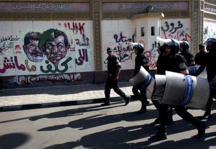 La policía resguarda las calles de la capital egipcia. (Agencias)