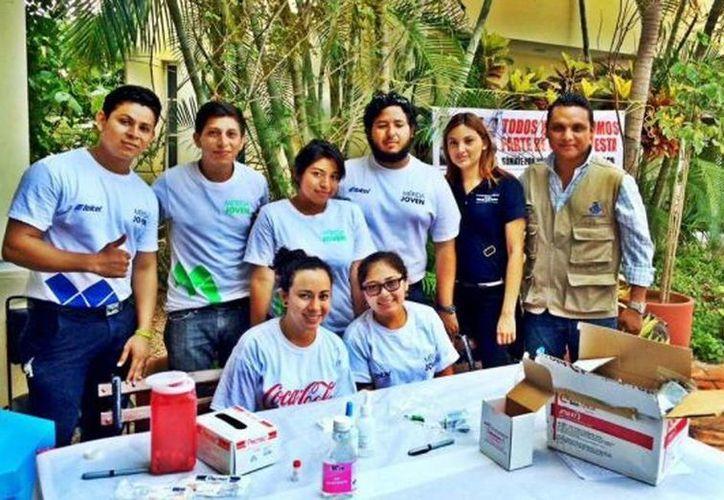 Voluntarios y empleados de la Comuna que aplican las pruebas de VIH en las jornadas de detección. (Milenio Novedades)