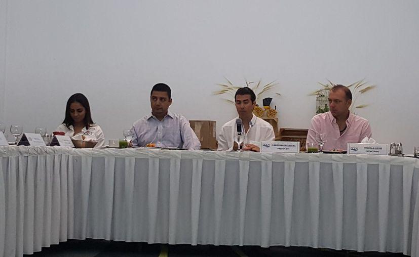 En lo últimos tres meses, Asociados Náuticos Quintana Roo ha invertido 138 mil pesos en el cuidado del arrecife de Punta Sam. (Israel Leal/SIPSE).