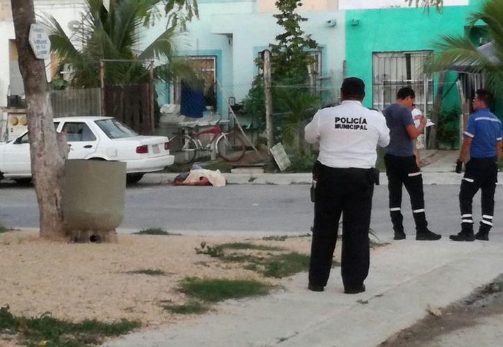 Un hombre fue ultimado a balazos en la puerta de su domicilio, en el fraccionamiento Misión Las Flores, de Playa del Carmen. (Redacción)