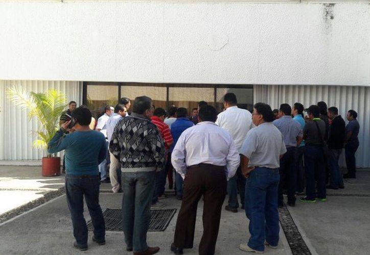 Alrededor de 400 trabajadores se verán afectados por la eliminación de la compensación mensual. (Foto: Eddy Bonilla)