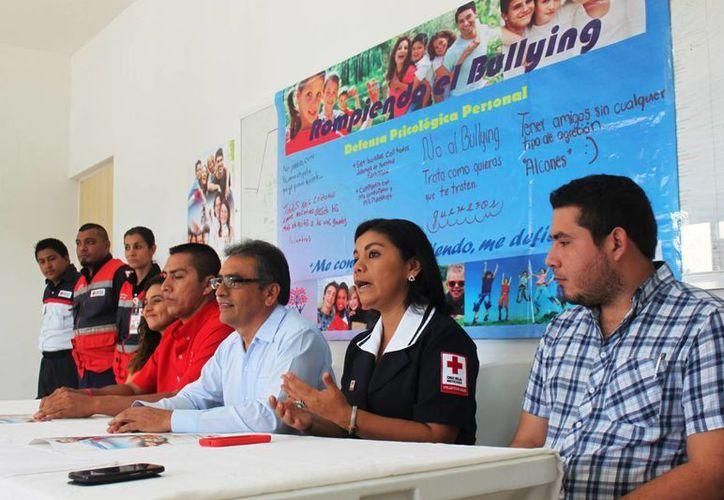 """La Cruz Roja presentó ayer el curso """"La Responsabilidad de Ser Padres"""", cuyo objetivo es disminuir la violencia intrafamiliar. (Daniel Pacheco/SIPSE)"""