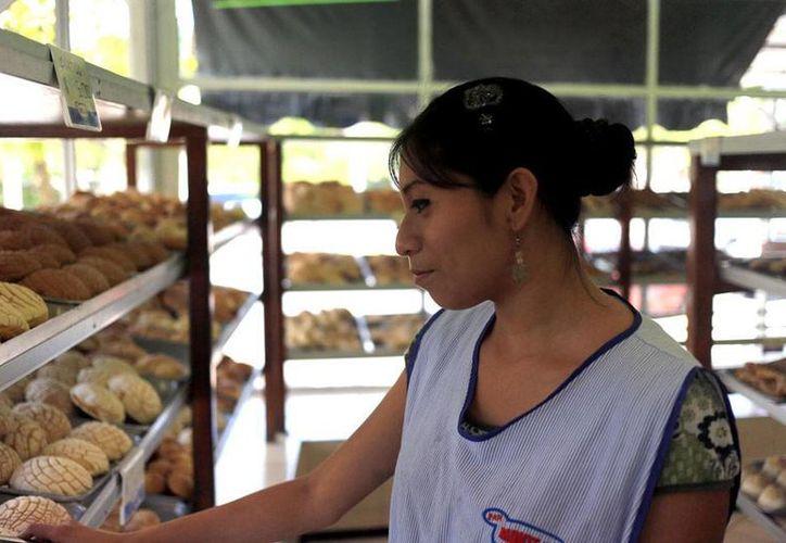 La aplicación de un impuesto al pan dulce ha propiciado el cierre de negocios, pero también el cambio de propietario y hasta el cambio de nombre, todo con miras a reducir el impacto del costo del nuevo gravamen. (Archivo/Milenio Novedades)