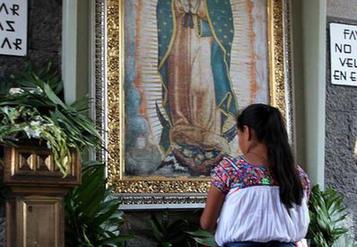 La Virgen de Guadalupe 'evoca al pueblo de Latinoamérica', dijo el artista encargado del proyecto  'Simbología'. La imagen corresponde a los pasados festejos del 12 de diciembre en la Basílica de Guadalupe. (Archivo/Notimex)