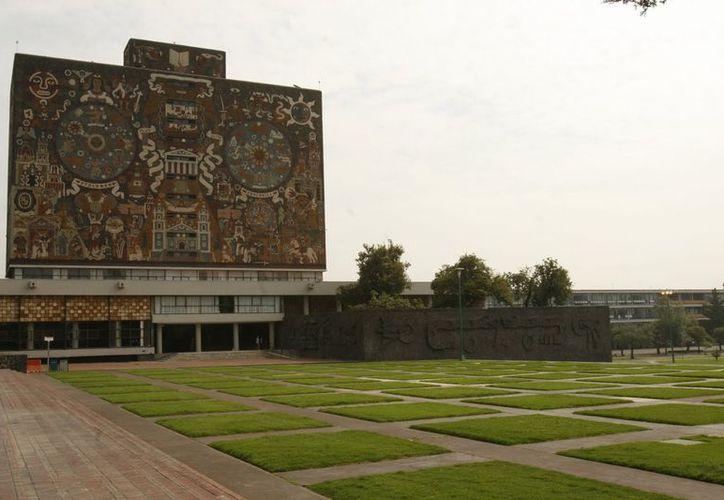 Instituciones como la UNAM dan las bases para investigación, pero no siempre cuentan con dinero para equipamiento, afirman. (Notimex)