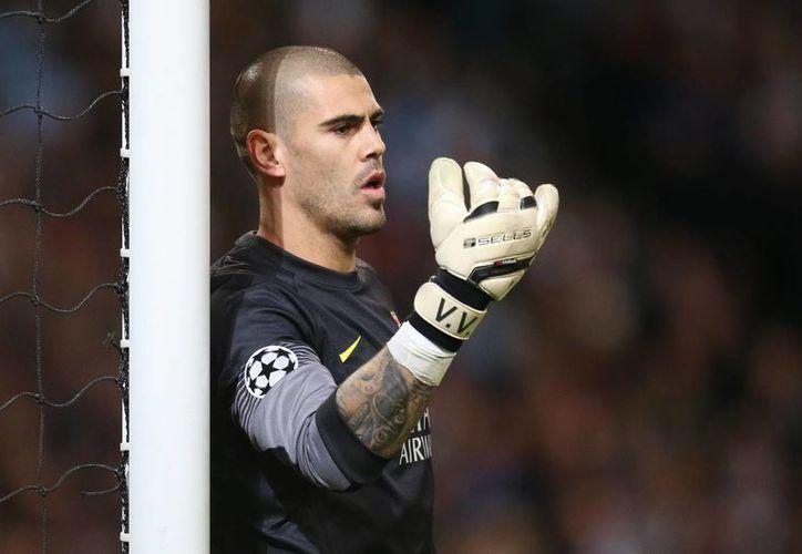 Víctor Valdés salió por la puerta de atrás del Barcelona debido a una lesión de rodilla que le hizo perderse casi un año de actividad. (kopworld.net)