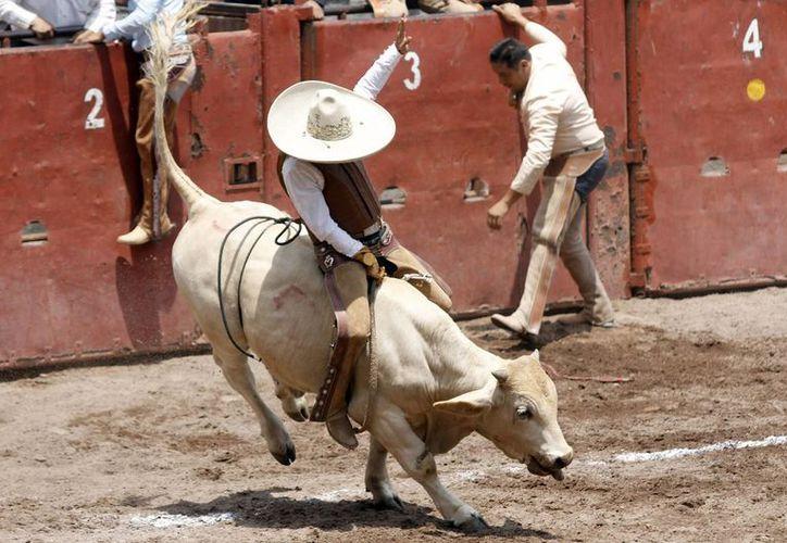 La charrería es desde ahora patrimonio cultural y deportivo en Nuevo León, por ley. (Notimex)