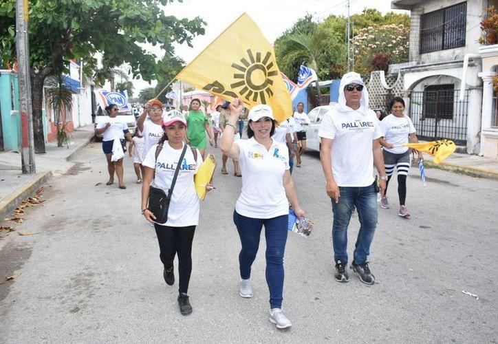 """La candidata a diputada federal por el Distrito 04 de la Coalición """"Por Quintana Roo al Frente"""" expone que sí es viable ayudar a reducir los índices de inseguridad dando a los jóvenes recreación y deporte. (Redacción/SIPSE)"""