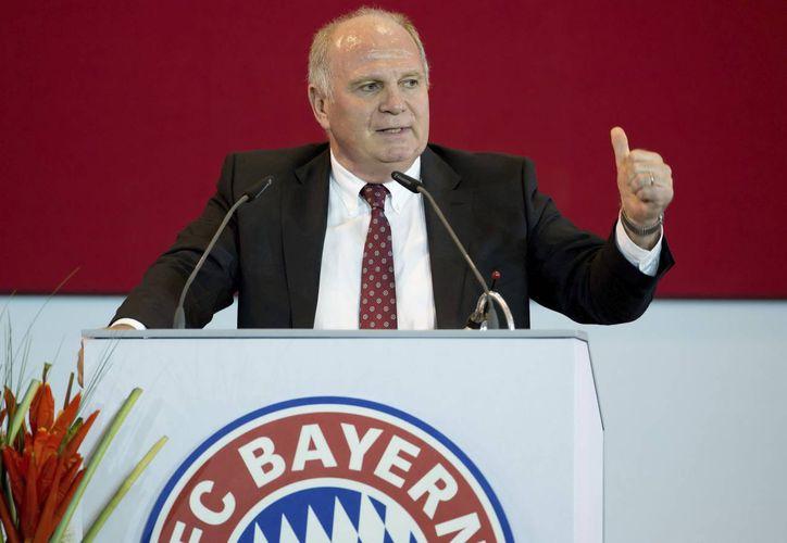 Uli Hoeness, expresidente del Bayern Munich, tiene permiso para pasar el Año Nuevo con su familia, pese a enfrentar una condena en la cárcel por evasión fiscal. (EFE)