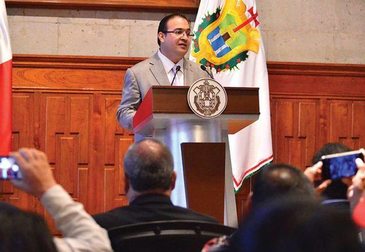 El gobernador de Veracruz presentó una lista de nuevas propiedades del panista y su familia. (veracruz.gob.mx)