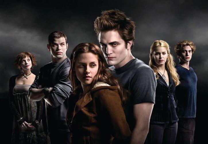 """Aunque """"Twilight""""  está dirigida a mujeres, que representaron 79 por ciento de la audiencia el fin de semana de estreno, la saga final atrajo al mayor número de varones de la serie. (itthing.com)"""