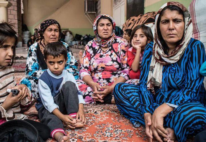 El calvario de los yazidíes comenzó en agosto pasado, cuando los hombres del comando de Abu Bakr al-Baghdadi lanzaron una ofensiva en sus pueblos, en la región de Sinjar. (Notimex)