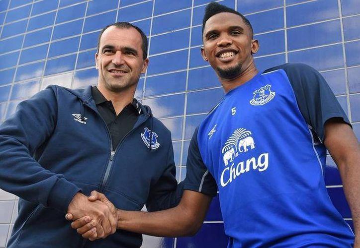 Samuel Eto'o llegó al Everton apenas el año pasado, pero al parecer está a punto de salir de ese equipo de la Liga Premier. (mirror.co.uk/Foto de archivo)