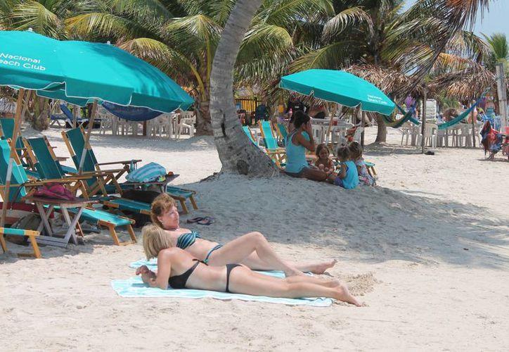 Majahual y Bacalar reciben más turistas que Chetumal por la laguna y la playa. (Harold Alcocer/SIPSE)