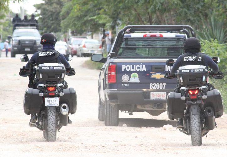 La policía realiza recorridos constantes por la zona donde se encuentran universidad y planteles de otros niveles educativos. (Adrián Barreto/SIPSE)