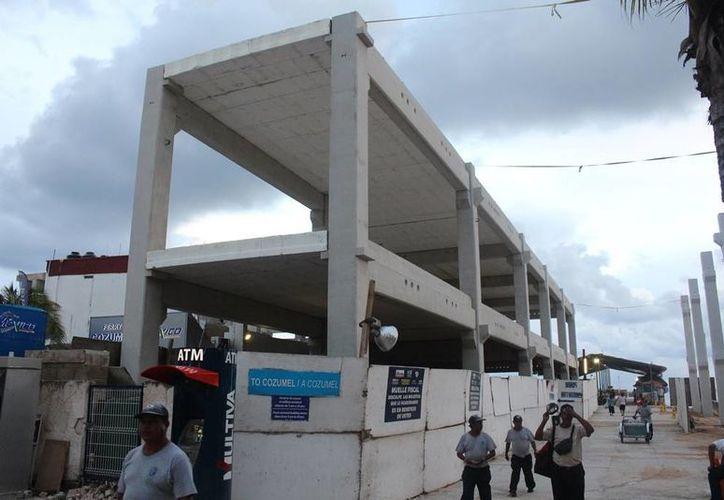 En agosto concluyó la fase de colocación de 35 pilas de cimentación en los trabajos de renovación de la terminal marítima. (Irelis Leal/SIPSE)