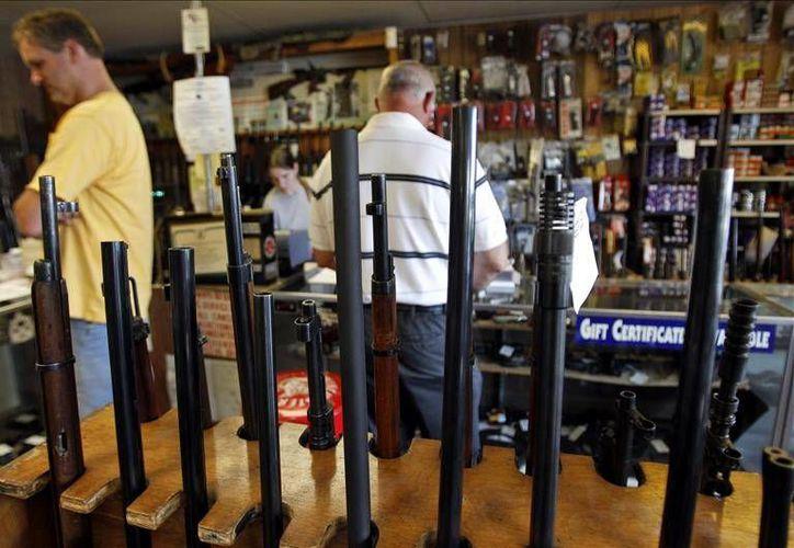 La venta de armas se ha vuelto un tema de máxima atención en EU debido a los recientes tiroteos que han dejado decenas de muertos en este país. (EFE)