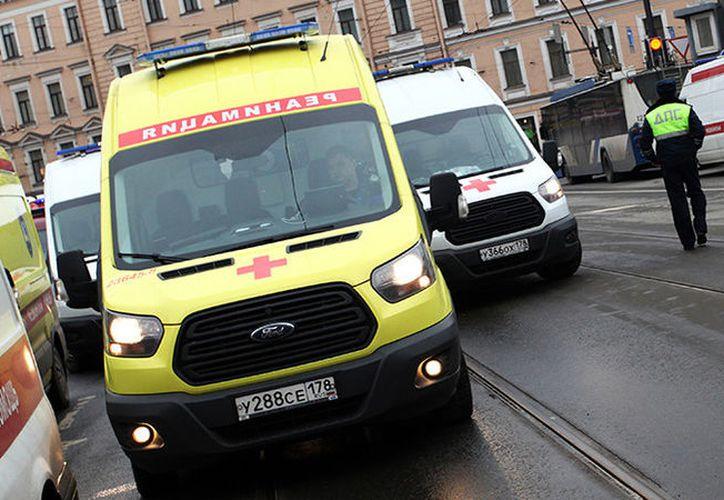 Los servicios de emergencia evacuaron a más de 50 personas que se encontraban en el edificio. (RT)