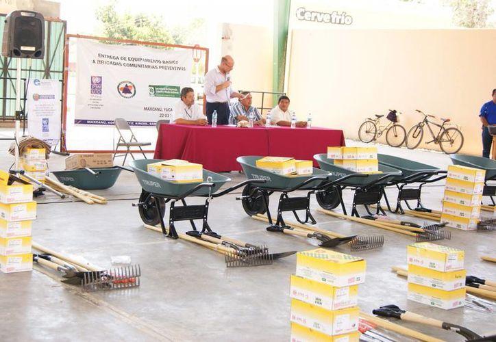 Los apoyos llegaron  hasta varias poblaciones de Maxacú, Kopomá, Chichimilá, Tekax y Samahil. (Cortesía)