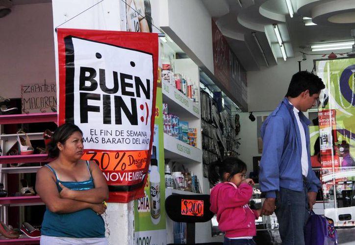 De manera oficial, hoy arranca el programa El Buen Fin, que busca impulsar la economía. En la imagen un anuncio de la campaña con promociones para los clientes. (Milenio Novedades)