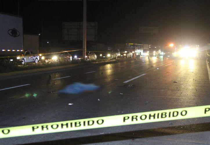Una mujer al volante de una camioneta embistió a un hombre, quien perdió la vida en el lugar de los hechos. (Martín González/SIPSE)