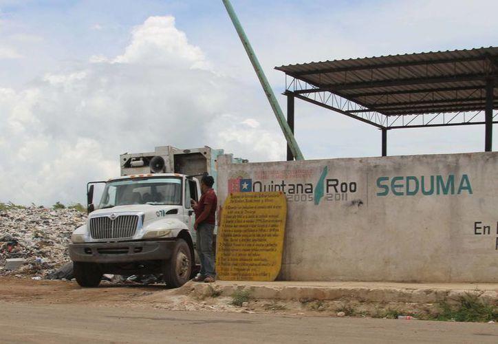 La compañía que recolecta y trata la basura de la capital, no ha presentado ningún proyecto para el buen manejo de los residuos. (Harold Alcocer/SIPSE)