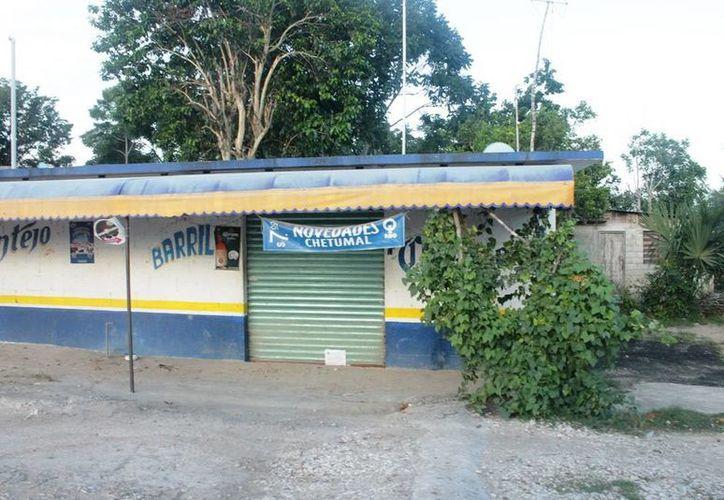 Varios establecimientos han optado por bajar la cortina. (Edgardo Rodríguez/SIPSE)
