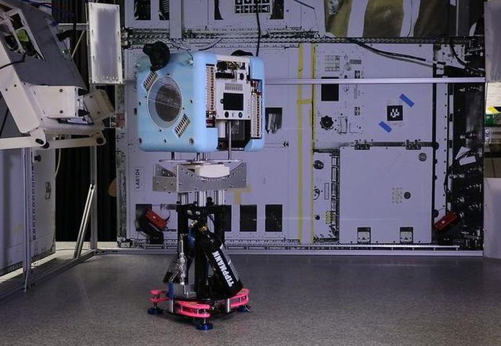 Con robot esperan facilitarle a los astronautas algunas actividades de rutina. (foto: Internet)