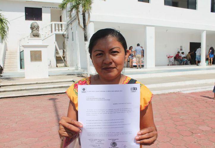 La copia del documento fue entregada en el Palacio Municipal. (Gloria Poot/SIPSE)