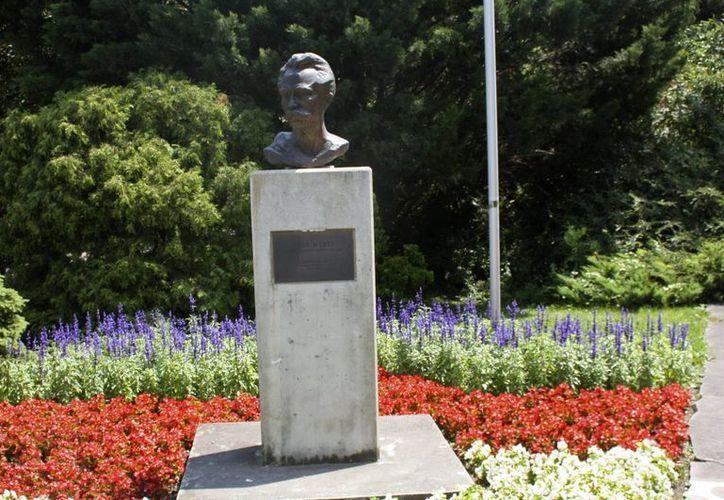 Busto de José de San Martín en la avenida dedicada a personajes latinoamericanos en el parque Del Danubio, en Viena. (EFE)