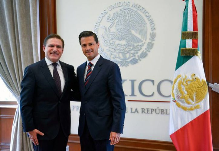 El presidente Enrique Peña Nieto  expresó a José Rosas Aispuro su compromiso y voluntad de impulsar un trabajo conjunto que permita elevar los niveles de bienestar de la población. (Notimex)