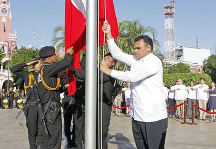 El gobernador Rolando Zapata Bello en los honores a la bandera con motivo del aniversario de la Revolución Mexicana. (SIPSE)