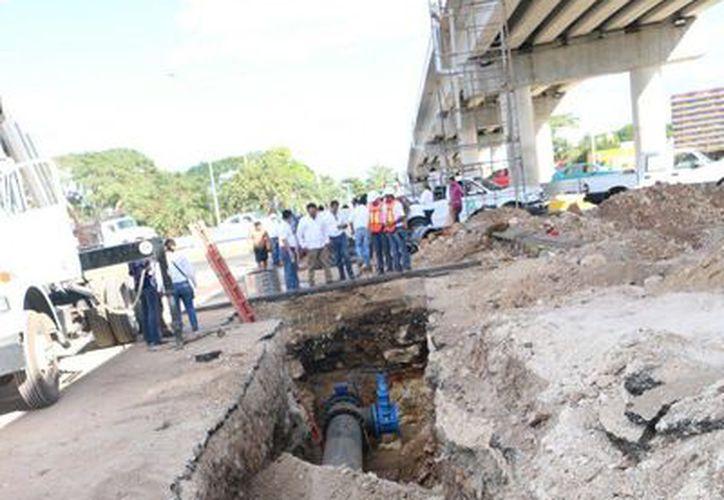 Desde este viernes a las 14:30 horas finalizaron los trabajos de la Japay en la planta y tubería  que pasa junto al nuevo distribuidor vial del entronque de periférico con carretera a Tixkokob. (Fotos cortesía del Gobierno)