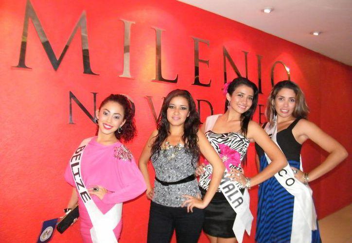 Cuatro bellas jóvenes universitarias compiten por exaltar la riqueza de la cultura maya. (Milenio Novedades)