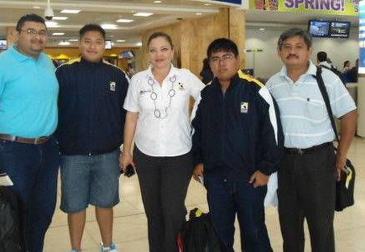 Los alumnos viajaron ayer al estado de México. (Cortesía/SIPSE)