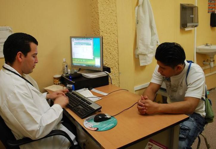 Es necesario que los diabéticos acudan al médico para el control de su mal. (Archivo/SIPSE)