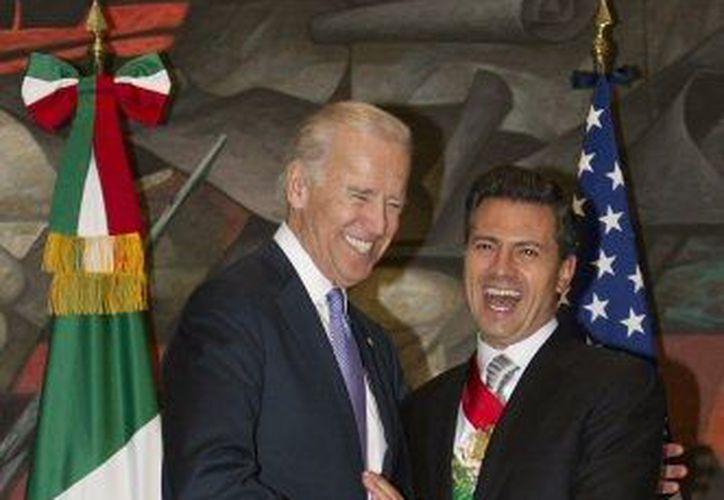 Joe Biden y Peña Nieto, durante su reunión en Chapultepec. (Agencias)