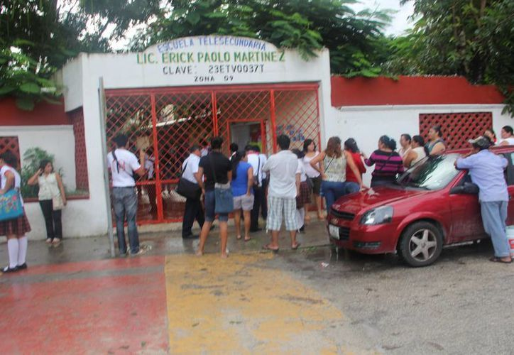 Ayer algunos estudiantes faltaron a clases a causa de las lluvias que bañaron a Tulum.  (Rossy López/SIPSE)