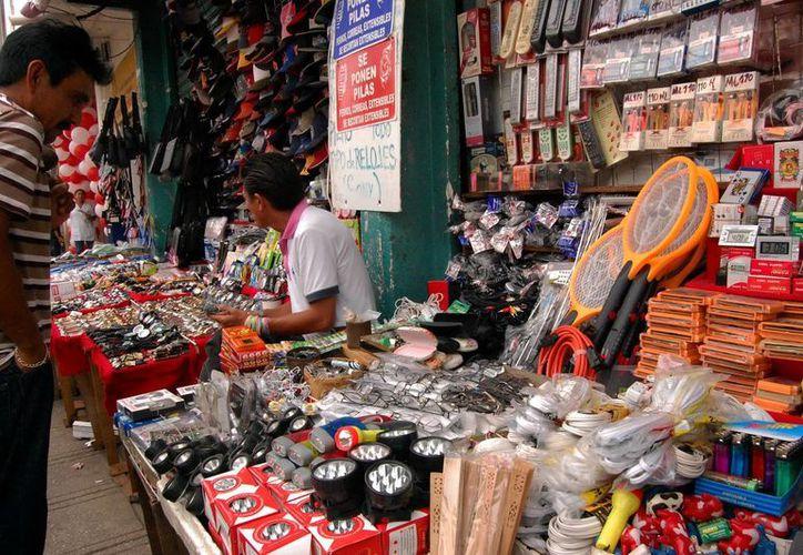 """El proyecto de """"mercados"""" busca erradicar el comercio callejero. (Milenio Novedades)"""