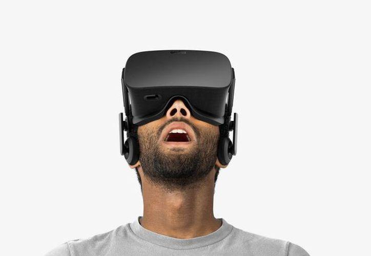 El visor Oculus Rift comenzará a distribuirse en más de 20 países, a partir del 28 de marzo. Tiene un precio fijado de 599 dólares. (Archivo/Agencias)