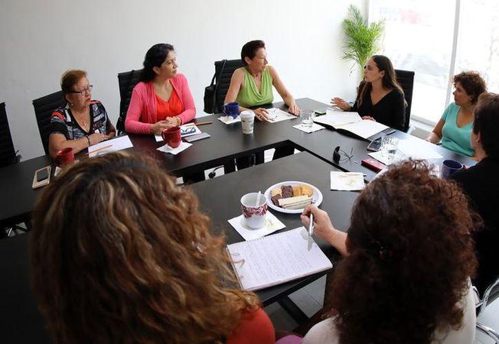Las legisladoras de la Comisión para la Igualdad de Género y la de Desarrollo Familiar y Grupos en Situación de Vulnerabilidad, se reunieron con representantes del Consejo Estatal de las Mujeres.